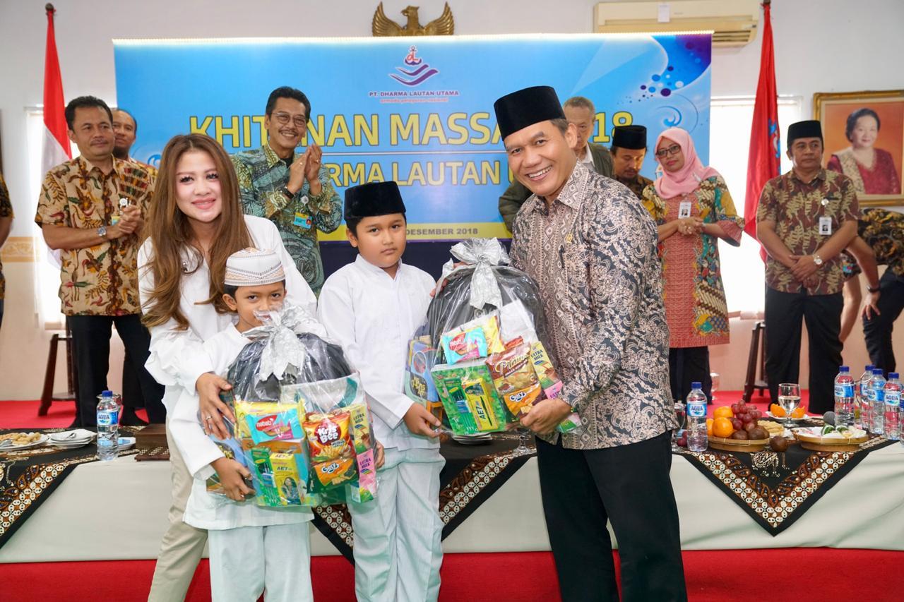 Isi Liburan Sekolah Akhir Tahun 2018,PT. DHARMA LAUTAN UTAMA Gelar Khitan Massal