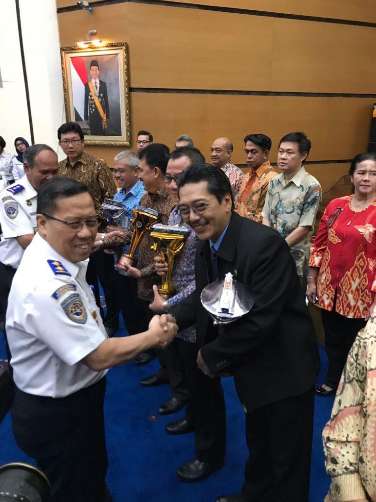 PT. Dharma Lautan Utama kembali meraih penghargaan Transportation Safety Management Award 2017 dari Kementerian Perhubungan R.I.
