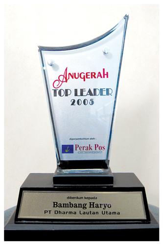 Penghargaan untuk Direktur Utama PT. Dharma Lautan Utama Tahun 2005